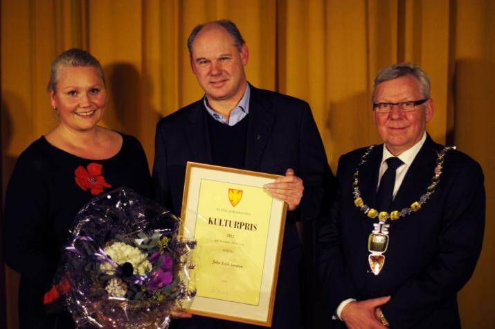 Til venstre kultursjef i Elverum Kommune Line M. Rustad og til høyre ordfører Erik Hanstad